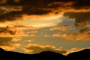 夏の夕焼け雲の写真素材 [FYI04781510]