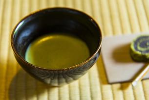 抹茶と和菓子の写真素材 [FYI04781612]