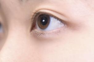 女性の瞳の写真素材 [FYI04781642]