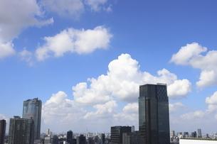 青空と東京ミッドタウンと六本木ヒルズの写真素材 [FYI04781889]