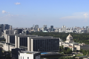 青空と国会議事堂と議員宿舎と武道館の写真素材 [FYI04781907]