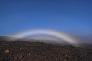 ハワイ島ナイトレインボー・ムーンボウの写真素材 [FYI04781919]
