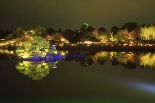 秋の幻想庭園 岡山後楽園の写真素材 [FYI04782019]