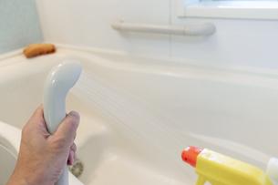 お風呂の掃除の写真素材 [FYI04782309]