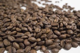 たくさんのコーヒー豆の背景素材の写真素材 [FYI04782328]