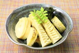 竹の子とワカメの煮物の写真素材 [FYI04782396]
