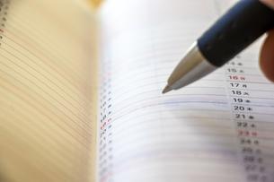 手帳とペン先の写真素材 [FYI04782444]