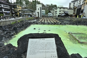草津温泉の湯畑の写真素材 [FYI04782685]