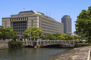 大阪・淀屋橋と土佐堀川の写真素材 [FYI04782974]