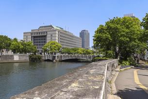 大阪・淀屋橋と土佐堀川の写真素材 [FYI04783681]