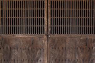 古い木の扉の写真素材 [FYI04783765]