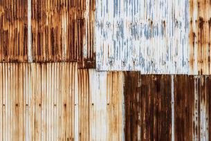 錆びたトタンの壁の写真素材 [FYI04783772]