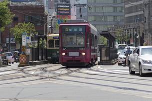 長崎の路面電車の電停の写真素材 [FYI04783993]