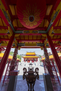 長崎孔子廟儀門からの大成殿の写真素材 [FYI04784022]