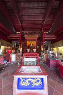 長崎孔子廟大成殿の祭壇の写真素材 [FYI04784023]