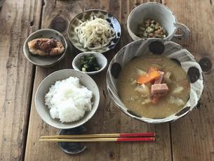沖縄風味噌汁定食の写真素材 [FYI04784045]