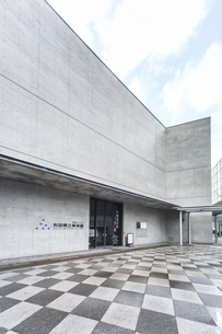 秋田県立美術館入り口風景の写真素材 [FYI04784301]