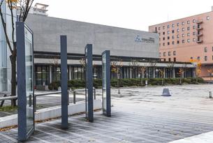 秋田県立美術館広場風景の写真素材 [FYI04784329]