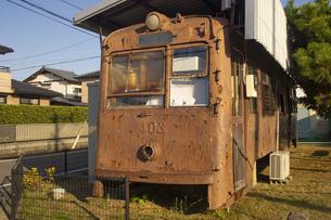 熊本市電400形403号の廃車体の写真素材 [FYI04784509]