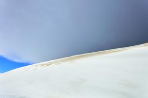 冬の鳥取砂丘雪景色の写真素材 [FYI04784984]