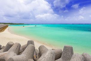 沖縄・下地島の17ENDの美しい海の写真素材 [FYI04785078]