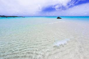 沖縄・下地島の17ENDの美しい海の写真素材 [FYI04785086]