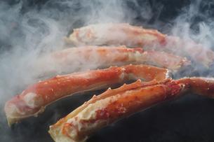 タラバ蟹の鉄板焼きの写真素材 [FYI04785208]