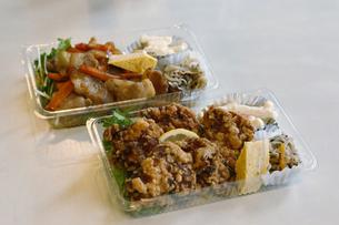 惣菜のテイクアウトの写真素材 [FYI04785219]
