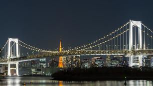 東京タワーとレインボーブリッジの写真素材 [FYI04785533]