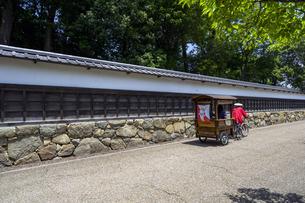 国宝彦根城金亀児童公園 人力車の写真素材 [FYI04785633]