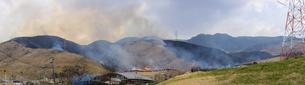 阿蘇俵山野焼き風景2020年3月15日の写真素材 [FYI04785932]