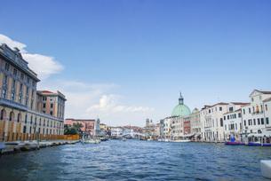 水の都世界遺産ベニスの運河の風景の写真素材 [FYI04786045]