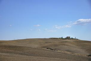 トスカーナののどかな美しい風景、シンプルなイメージの写真素材 [FYI04786055]