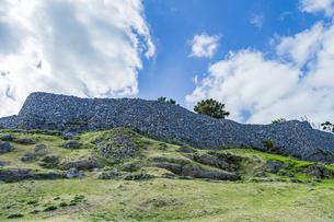 今帰仁城壁の曲線美の写真素材 [FYI04786258]