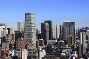 麻布十番から見える港区の高層ビル群の写真素材 [FYI04786303]