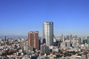 麻布十番から見える六本木ビルズ方面の高層ビル群の写真素材 [FYI04786308]