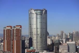 麻布十番から見える六本木ビルズ方面の高層ビル群の写真素材 [FYI04786333]