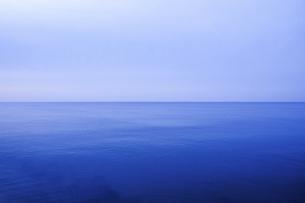 青い空と青い海の写真素材 [FYI04786604]