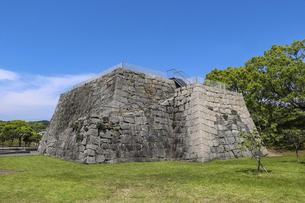 城跡に残る天守台の石垣の写真素材 [FYI04786976]