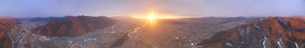 千曲公園から望む千曲川と上田市街と朝日の全周パノラマの写真素材 [FYI04787178]