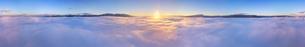 下之郷から望む雲海と朝日と浅間山と美ヶ原の全周パノラマの写真素材 [FYI04787192]