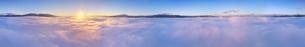 下之郷から望む雲海と朝日の全周パノラマとブロッケン現象の写真素材 [FYI04787193]
