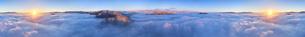 十観山から望む浅間山などの山と雲海と朝日の450度パノラマの写真素材 [FYI04787224]