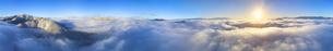 十観山から望む雲海と朝日の全周パノラマとブロッケン現象の写真素材 [FYI04787230]