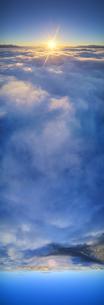 十観山から望む雲海と朝日と浅間山と蓼科山とブロッケン現象の写真素材 [FYI04787236]