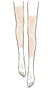 日焼け跡がついている女性の脚のイラスト素材 [FYI04787543]