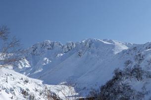 北海道 十勝岳連峰の冬の風景の写真素材 [FYI04787668]