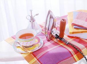 アイロンと紅茶の写真素材 [FYI04787765]