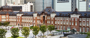 東京駅丸の内と駅前広場の写真素材 [FYI04787873]