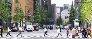 東京駅のビジネスマンの写真素材 [FYI04787875]